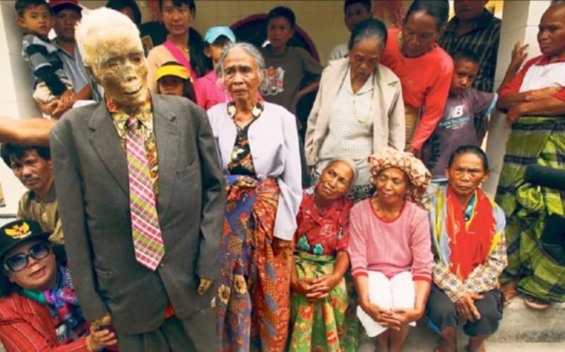 類を見ないほど特殊、インドネシア・トラジャ族の「死体洗い祭り」