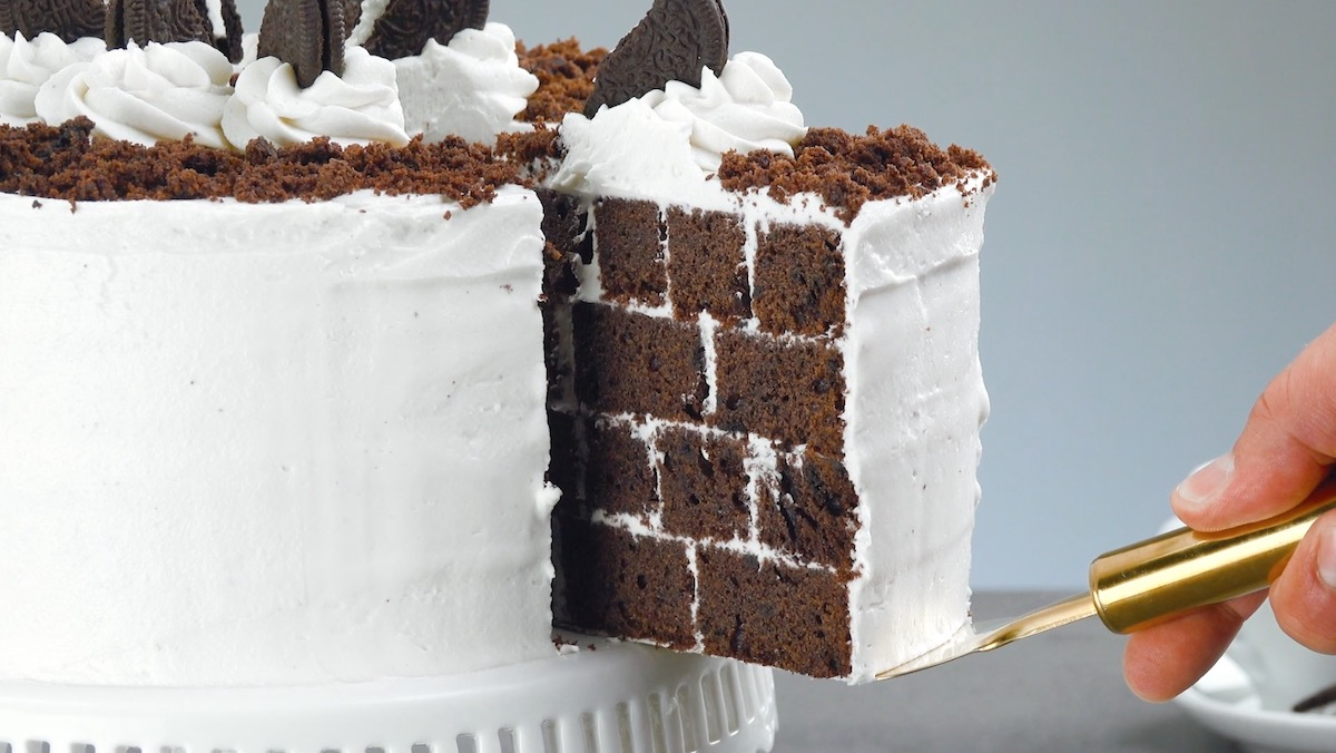 Oreo Brick Cake With Oreo Cream Frosting And White Chocolate